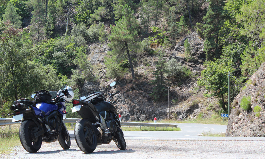 J9-0-Motos-virage-Cevennes-noplaque
